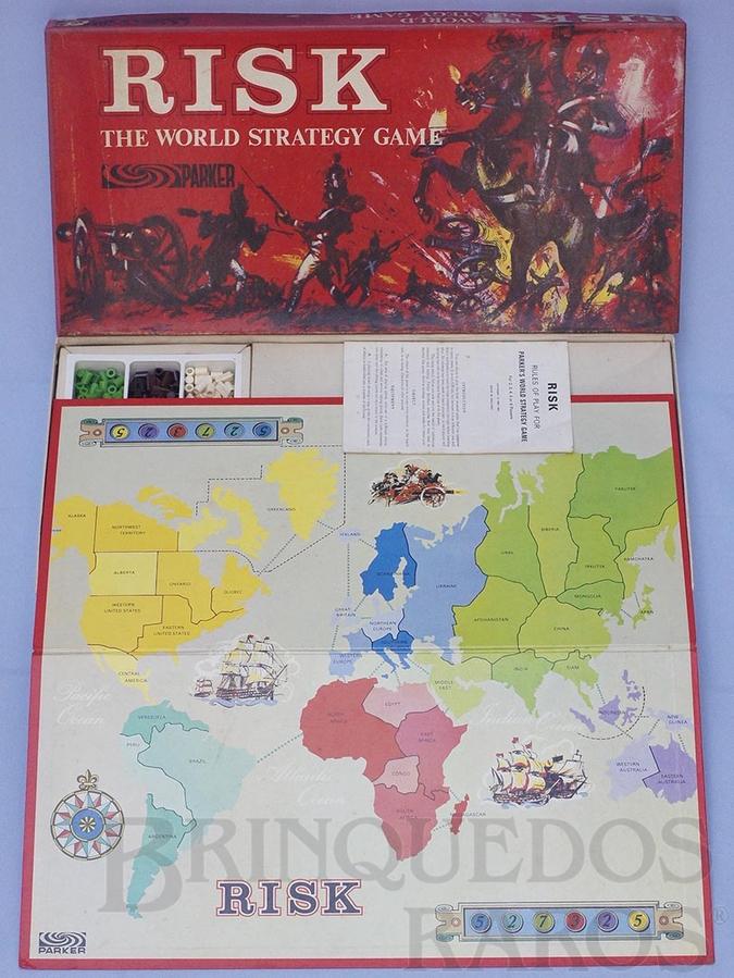 Brinquedo antigo Jogo Risk versão inglesa do War Década de 1960