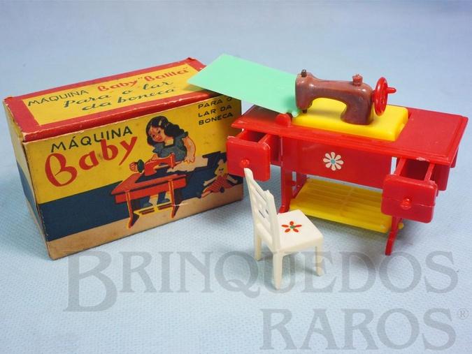 Brinquedo antigo Máquina Baby para o Lar da Boneca Máquina de Costura com Cadeira 9,00 cm de comprimento Década de 1960