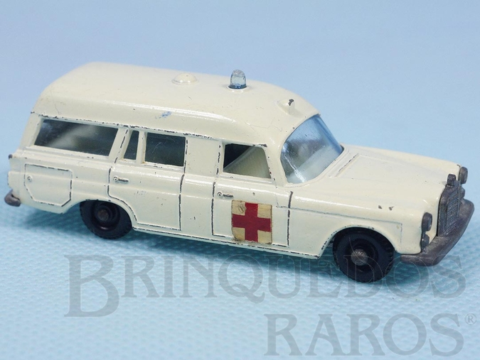 Brinquedo antigo Mercedes Benz Binz Ambulance black plastic Regular Wheels