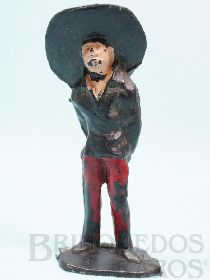 Brinquedo antigo Mexicano com as mão para trás Habitante da aldeia Calça vermelha Série O Zorro distribuído pela Trol Década de 1970