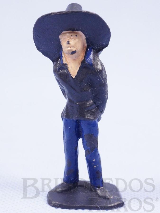Brinquedo antigo Mexicano com as mãos para trás Habitante da aldeia Calça azul Série O Zorro distribuído pela Trol Década de 1970