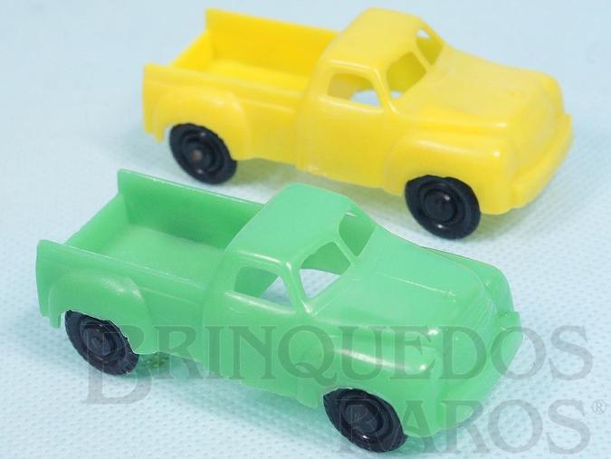 Brinquedo antigo Par de Caminhonetes com 7,50 cm de comprimento Verde e Amarela Década de 1960