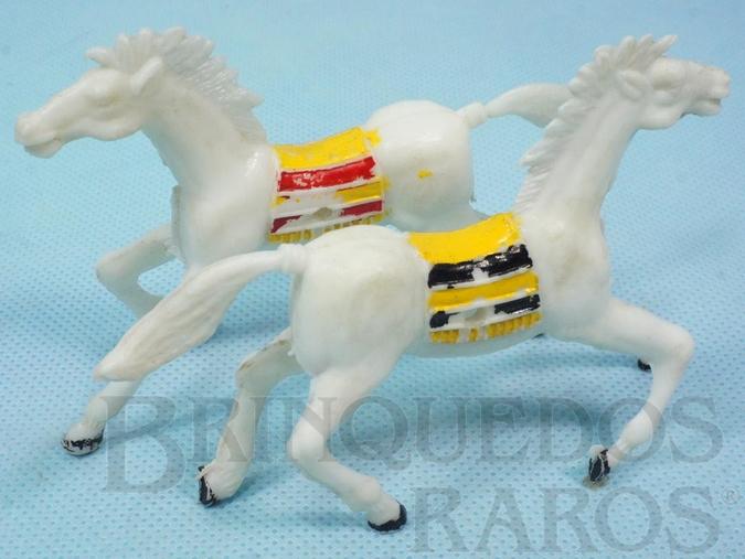 Brinquedo antigo Par de Cavalos índio brancos com furo lateral para Carroças