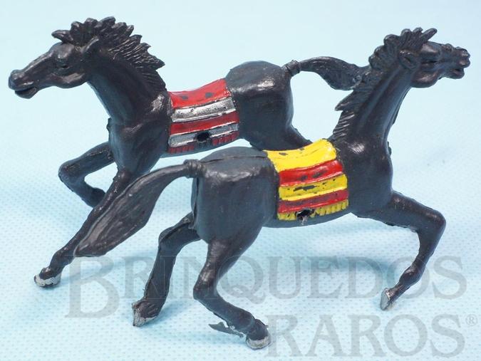 Brinquedo antigo Par de Cavalos índio pretos com furo lateral para Carroças