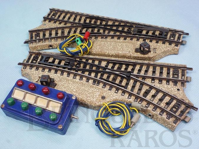Brinquedo antigo Par de desvios Elétricos Série M com chave de comando Década de 1960