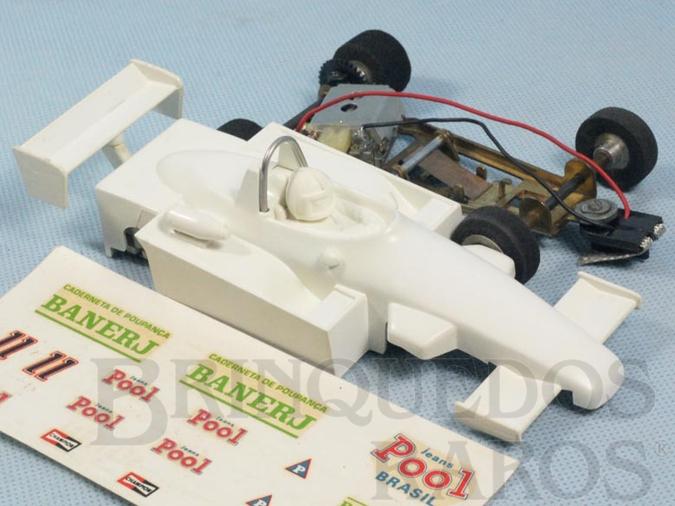 Brinquedo antigo Ralt Toyota RT/4 Formula 3 Série Ayrton Senna Chassi diagonal com pêndulo Acompanha Decais Originais Ano 1984