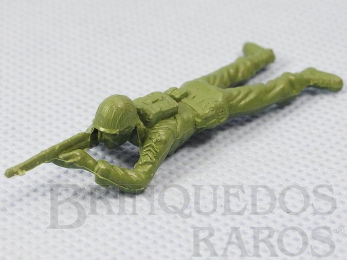 Brinquedo antigo Soldado americano deitado atirando com Fuzil Figura Matriz de soldado do Brinde Toddy Década de 1960