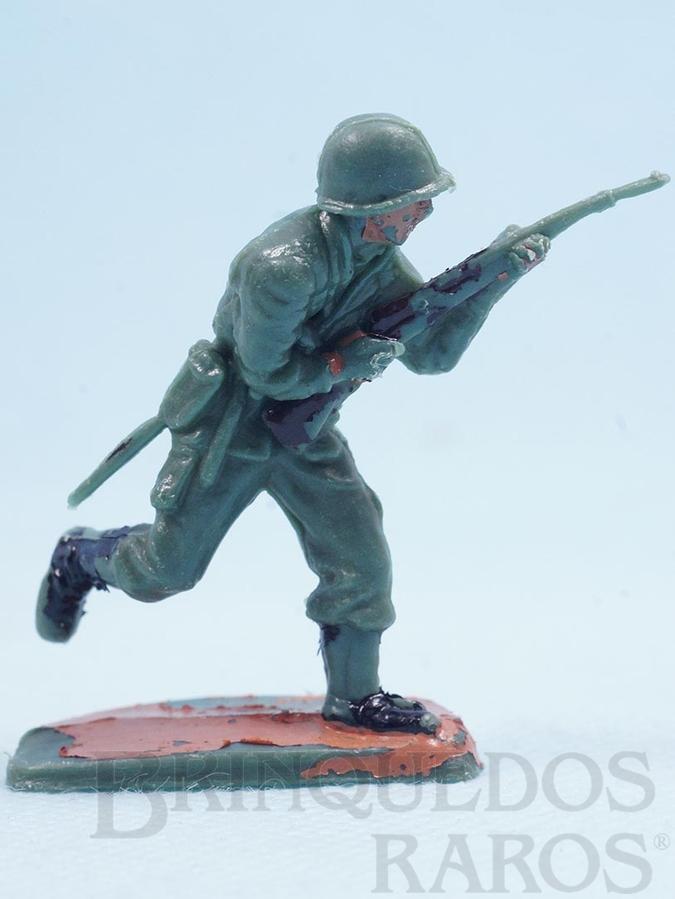 Brinquedo antigo Soldado correndo com fuzil Uniforme Brasileiro da Segunda Guerra Mundial Década de 1970