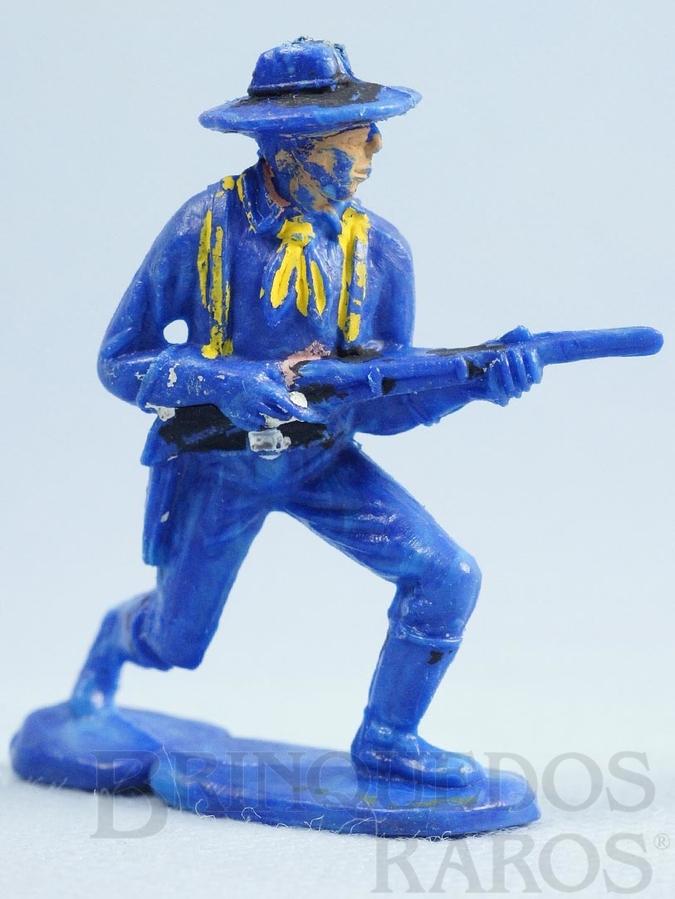Brinquedo antigo Soldado da Sétima Cavalaria avançando com rifle