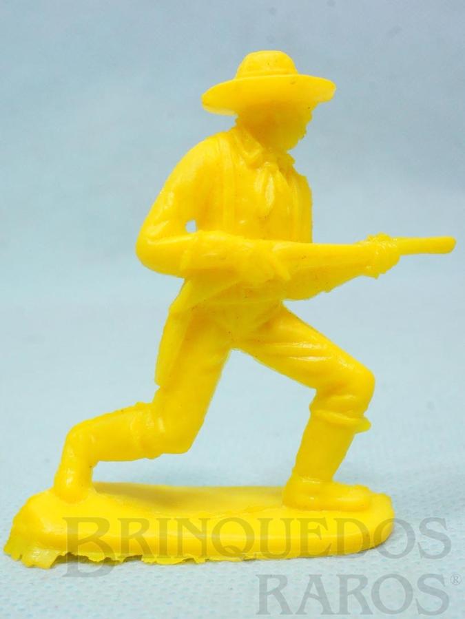 Brinquedo antigo Soldado da Sétima Cavalaria avançando com rifle Plástico amarelo Década de 1980