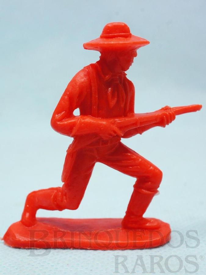 Brinquedo antigo Soldado da Sétima Cavalaria avançando com rifle Plástico vermelho Década de 1980