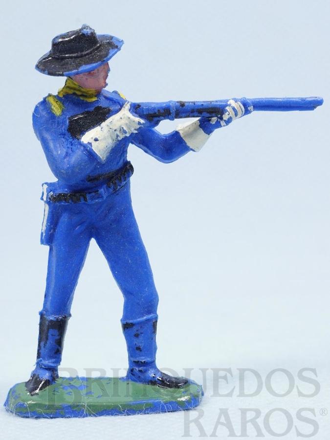 Brinquedo antigo Soldado da Sétima Cavalaria de pé atirando com rifle