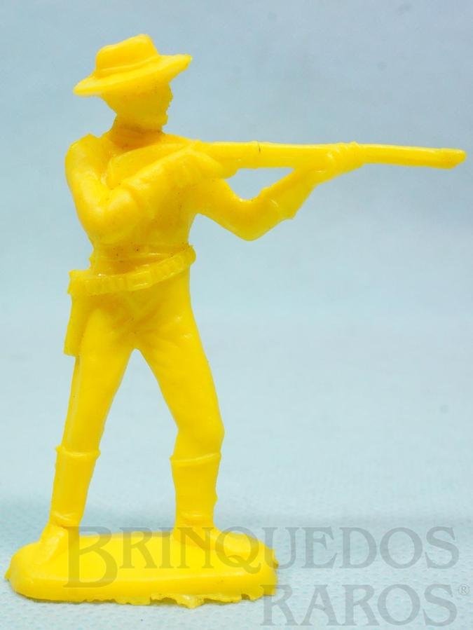 Brinquedo antigo Soldado da Sétima Cavalaria de pé atirando com rifle  Plástico amarelo Década de 1980