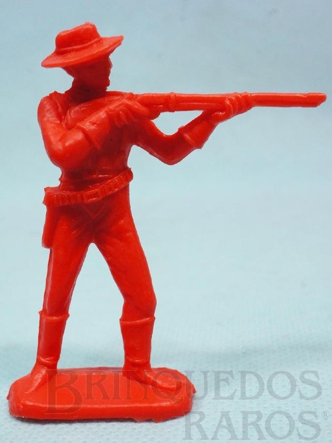 Brinquedo antigo Soldado da Sétima Cavalaria de pé atirando com rifle Plástico vermelho Década de 1980