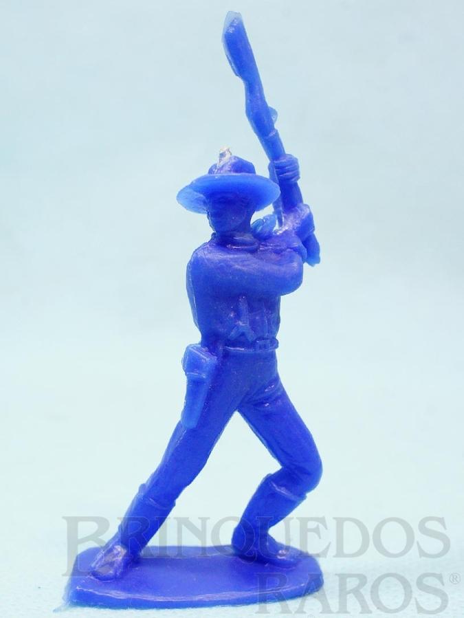 Brinquedo antigo Soldado da Sétima Cavalaria de pé lutando com rifle Plástico azul escuro Década de 1980
