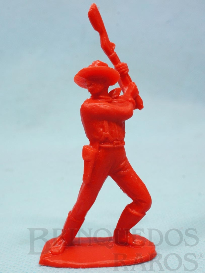 Brinquedo antigo Soldado da Sétima Cavalaria de pé lutando com rifle Plástico vermelho Década de 1980