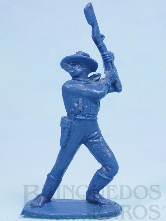 Brinquedo antigo Soldado da Sétima Cavalaria de pé lutando com rifle Plástico azul Década de 1970