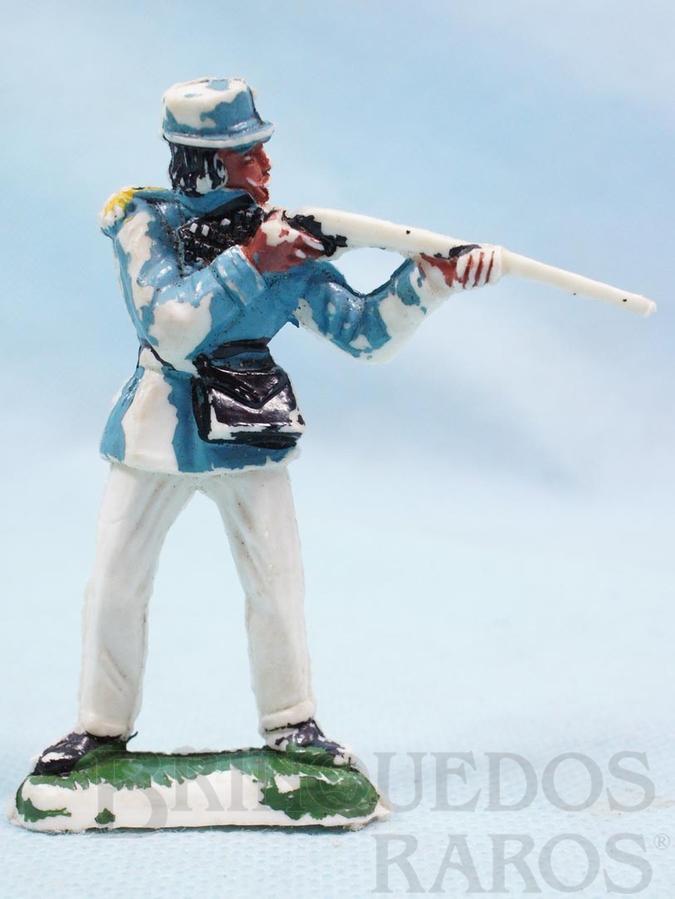 Brinquedo antigo Soldado em pé atirando com fuzil Série Tropas Imperiais Década de 1970