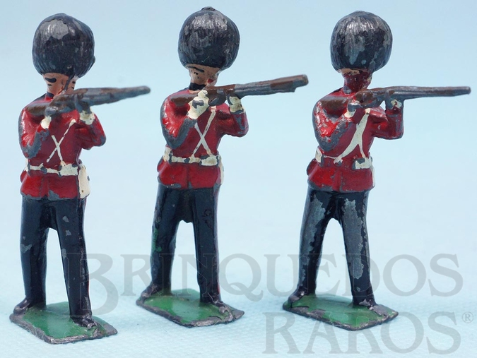 Brinquedo antigo Soldado Inglês Scots Guard de pé atirando com Fuzil Preço por unidade