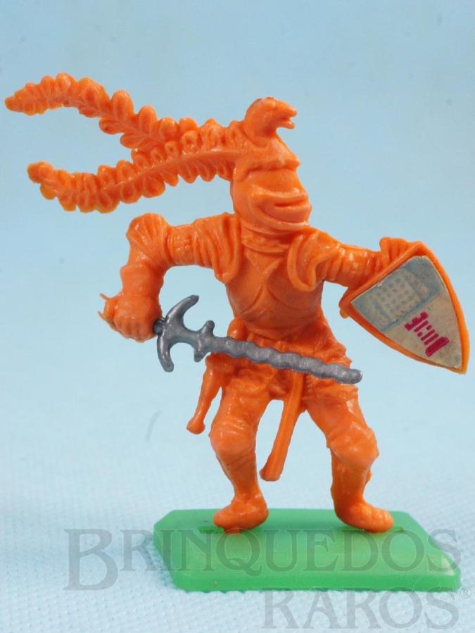 Brinquedo antigo Guerreiro medieval com Escudo e Espada Cópia Britains Série Rei Arthur Década de 1970