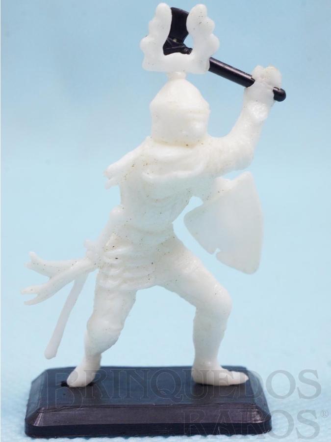 Brinquedo antigo Soldado medieval com Machado e Escudo Cópia Britains Série Rei Arthur Década de 1970