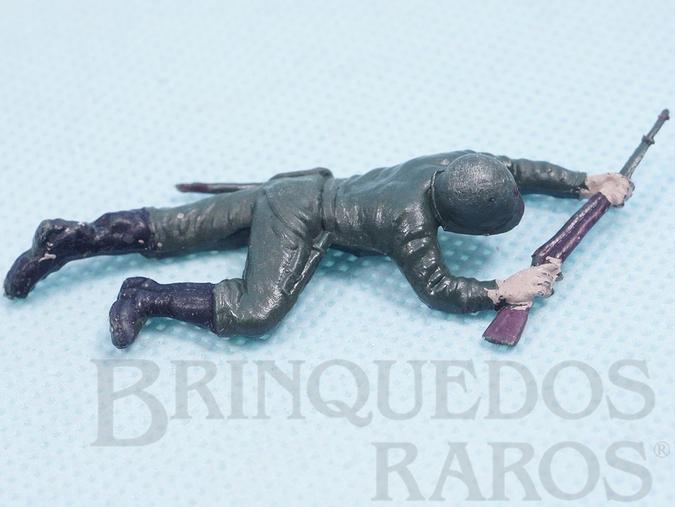 Brinquedo antigo Soldado rastejando com fuzil Uniforme Brasileiro da Segunda Guerra Mundial Década de 1970