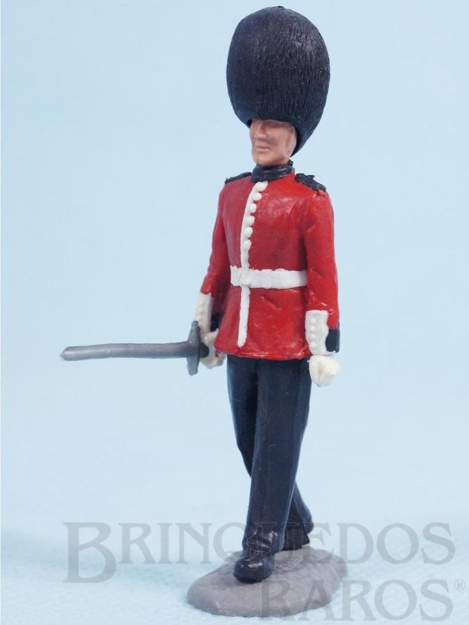 Brinquedo antigo Soldado Scots Guard de pé com Espada Década de 1970
