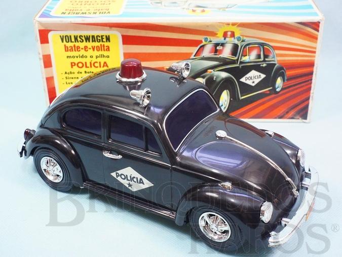 Brinquedo antigo Volkswagen Sedan com 26,00 cm de comprimento Versão Polícia Sistema Bate e Volta Anos 1976 a 1984